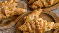 Круассаны из слоеного теста со сгущёнкой: пошаговые рецепты с фото для легкого приготовления