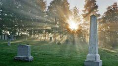 Что означают сновидения: к чему снится кладбище