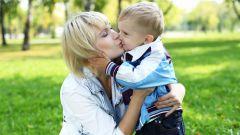 Можно ли целовать ребенка в губы