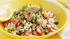 Салат из консервированного тунца: простой рецепт с фото