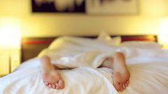 Почему опасно и вредно спать на животе