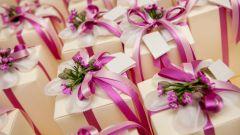 Какой подарок выбрать молодоженам на свадьбу