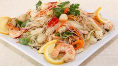 Как приготовить легкий салат с морепродуктами