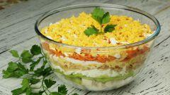 """Салат """"Африка"""" с киви, курицей и сыром: отличный вариант для перекуса в праздники и будни"""