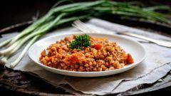 Как приготовить гречневую кашу с помидорами