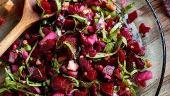 Как сделать новогодний салат настоящим энергетическим шедевром