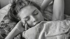 Почему вредно резко просыпаться и вставать с постели