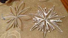Как сделать украшение для новогодней ёлки в виде снежинки