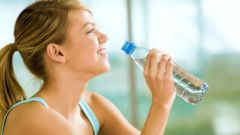 Как пить воду, чтобы похудеть: 6 правил
