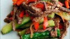 Как приготовить огурцы с мясом по-корейски
