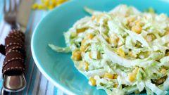 Как приготовить салат с пекинской капустой и кукурузой