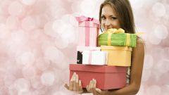 Что принято дарить знакомым и близким людям на праздники