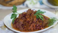 Как приготовить мясо с фасолью в томатном соусе