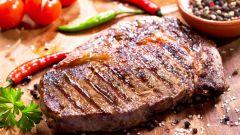 Как приготовить бифштекс из говядины на сковороде и в духовке