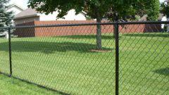 Как сделать забор из сетки рабицы: методы установки и расчет