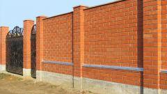 Как сделать забор из кирпича своими руками