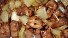 Как вкусно приготовить свинину с луком и специями