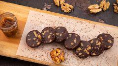 Как приготовить шоколадную колбасу из печенья «Юбилейное»