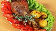 Как приготовить ножки индейки с картошкой в духовке