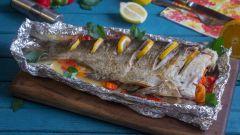 Как запечь толстолобика с овощами в фольге