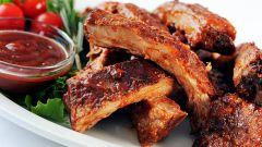 Как запечь свиные рёбрышки в медово-соевом соусе