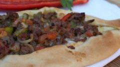 Как приготовить турецкую пиццу Пидэ с фаршем в виде лодочки: пошаговый рецепт