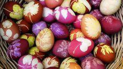 Как покрасить яйца луковой шелухой, зеленью и овощами
