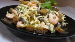 Как приготовить салат с креветками, грибами и сыром