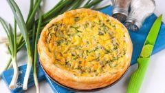 Как испечь слоеный пирог со шпинатом и сыром