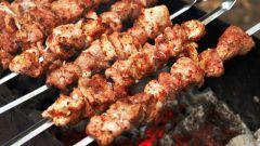 Как замариновать мясо, чтобы шашлык быстро пожарился