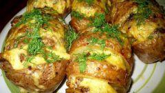 Как вкусно запечь картошку с сыром в духовке
