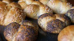 Как приготовить вкусные и пышные булочки из дрожжевого теста в духовке