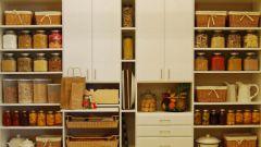 Стеллаж для кухни: материалы и 3 типа размещения