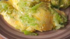 Как приготовить пышный омлет с кабачками на сковороде быстро и вкусно