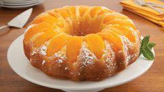 Как приготовить пирог с консервированными персиками