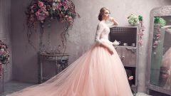 Нежность и очарование: розовое свадебное платье
