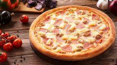 Как приготовить пиццу с курицей и ананасом