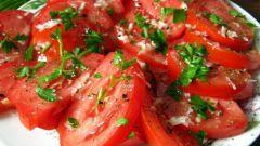 Как приготовить закуску из помидоров с чесноком на скорую руку