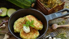 Как готовятся кабачковые оладьи