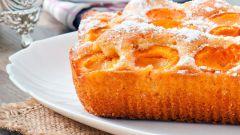 Как приготовить бисквитный пирог с абрикосами