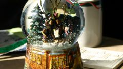 Как сделать новогодний подарок: снежный шар своими руками