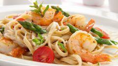 Как приготовить макароны с креветками в сливочном соусе