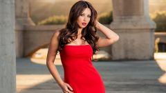 Роскошный женский образ: как носить одежду без нижнего белья?