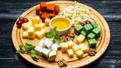 Сырная тарелка: состав, как красиво нарезать