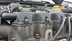 Почему течет масло из-под клапанной крышки?