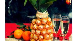 Ананас из конфет и шампанского своими руками