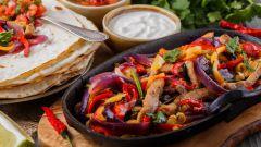 Фахитос с говядиной и соусом сальса