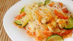 Салат из фунчозы с курицей и овощами: пошаговый рецепт с фото