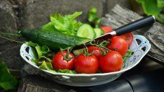 Чем вреден салат из свежих огурцов и помидоров