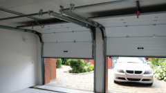Как устроены гаражные подъемные секционные ворота